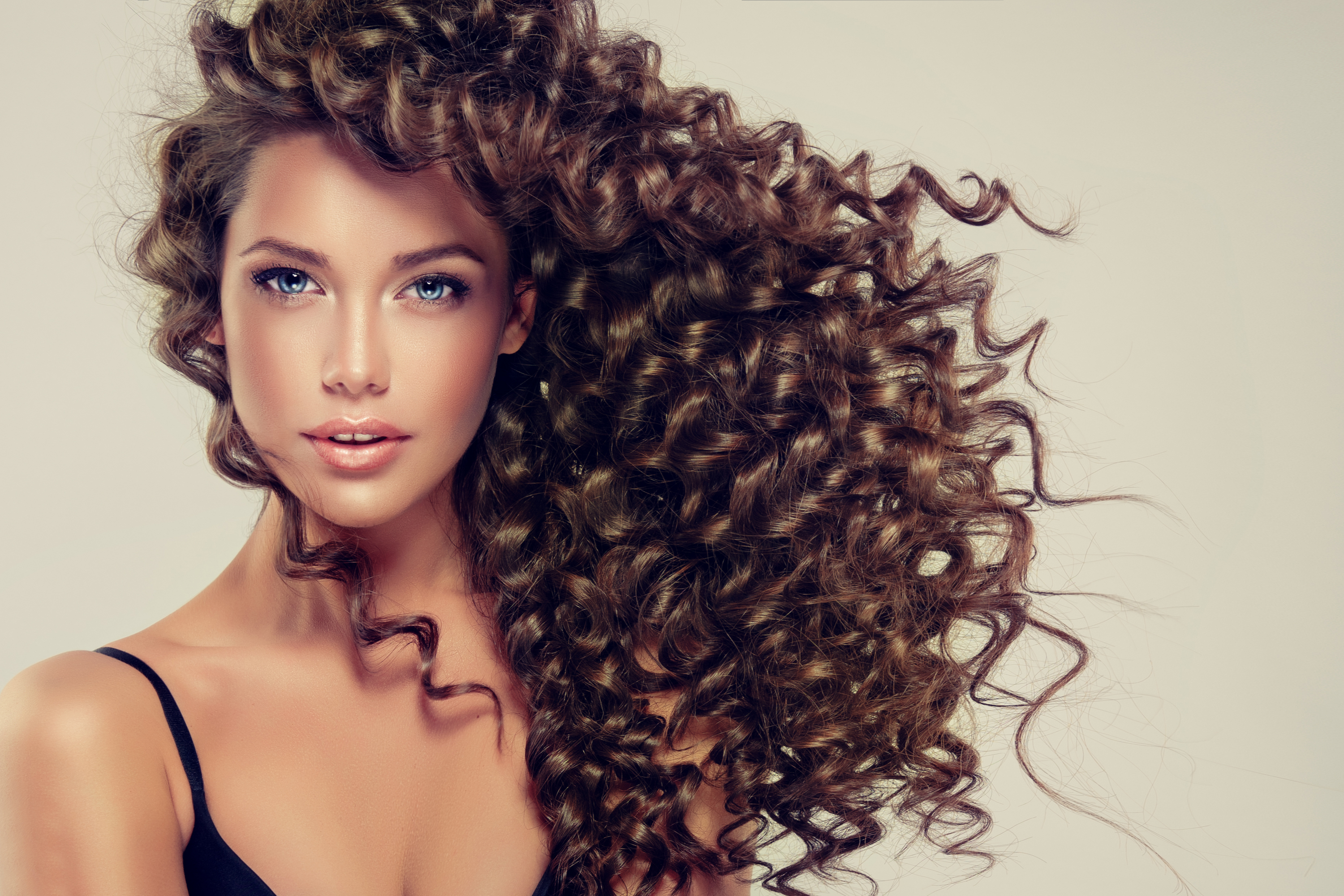 There is nothing worse than dealing with your hair while you're traveling. These travel hairstyles will help keep your hair under control. If you have naturally curly hair, try doing messy buns.
