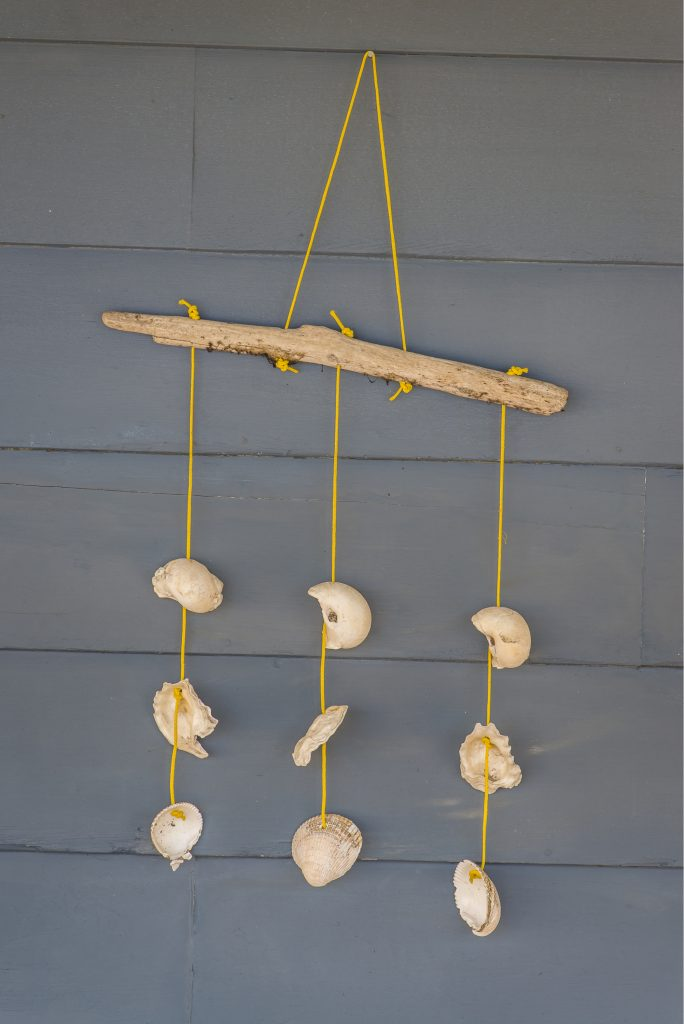 I love the look of driftwood. It provides a bit of texture and adds a great rustic appeal to any space. There are a wide variety of projects that you can create with driftwood! So stop what you are doing and head off to your local beach in search of an epic piece of driftwood for one of these DIY driftwood projects. You will love the way this wall hanging looks in your home!